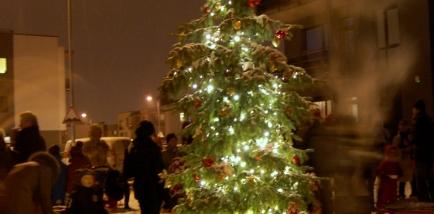 Santariškėse įžiebta Kalėdų eglutė